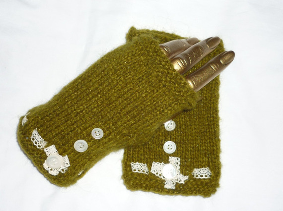 Made on the tutorial Knit your own mittens.