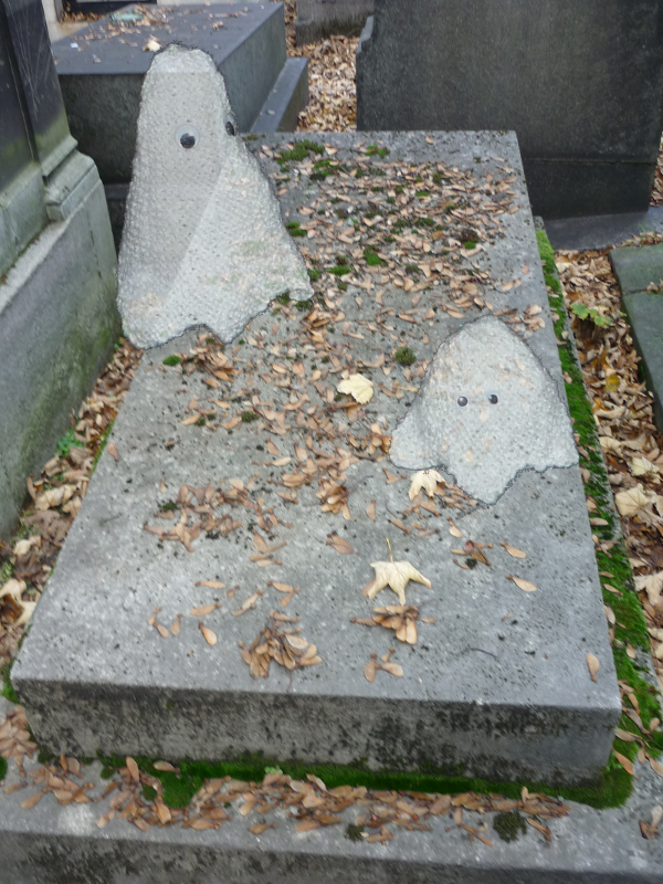 The ghosts of the Père-Lachaise
